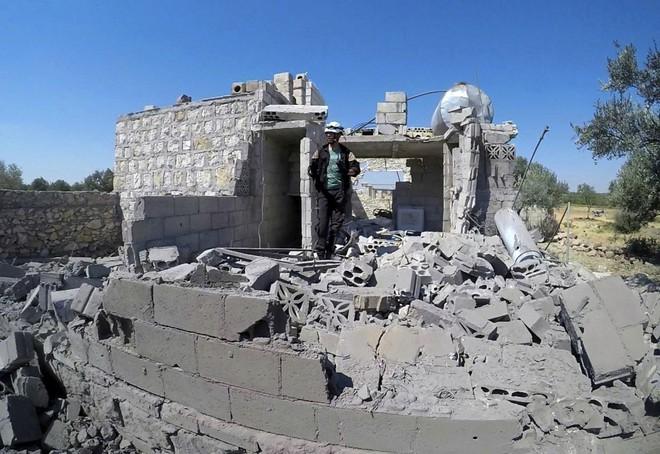 Chùm ảnh quân Assad đánh cho kẻ thù thua tan tác ở chiến trường khốc liệt Syria - Ảnh 9.