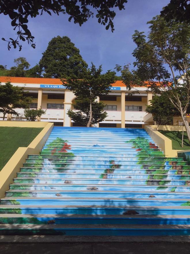 Phạt nhóm học sinh sơn cầu thang, sản phẩm của các em khiến nhà trường quyết đầu tư lớn - ảnh 4