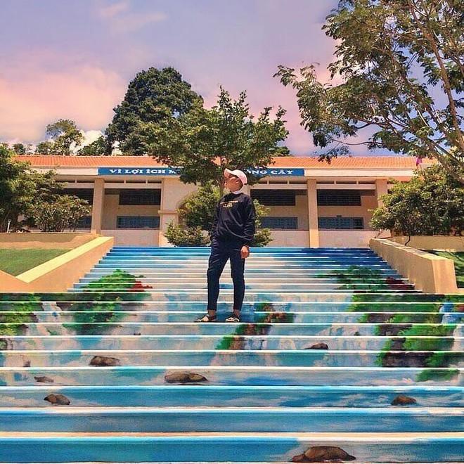Phạt nhóm học sinh sơn cầu thang, sản phẩm của các em khiến nhà trường quyết đầu tư lớn - ảnh 6