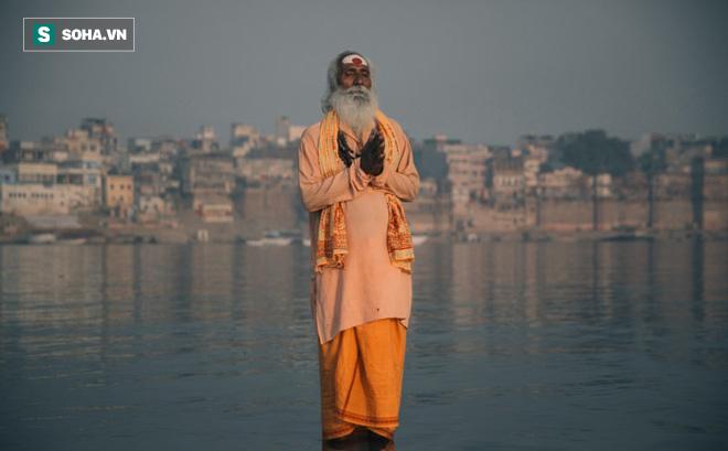 Khoe khoang khả năng đi trên mặt nước, tu sĩ phải xấu hổ quay bước trước 1 câu nói