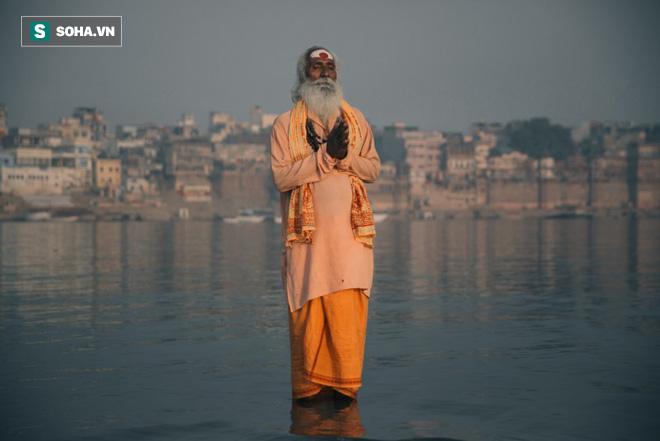 Khoe khoang khả năng đi trên mặt nước, tu sĩ phải xấu hổ quay bước trước 1 câu nói - Ảnh 4.