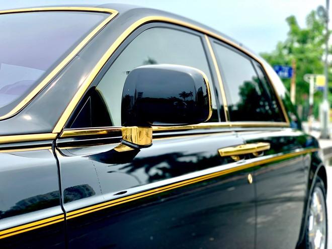 Chiếc Rolls-Royce Phantom rồng vàng phiên bản giới hạn lăn bánh gần 10 năm vẫn siêu đẹp - Ảnh 3.