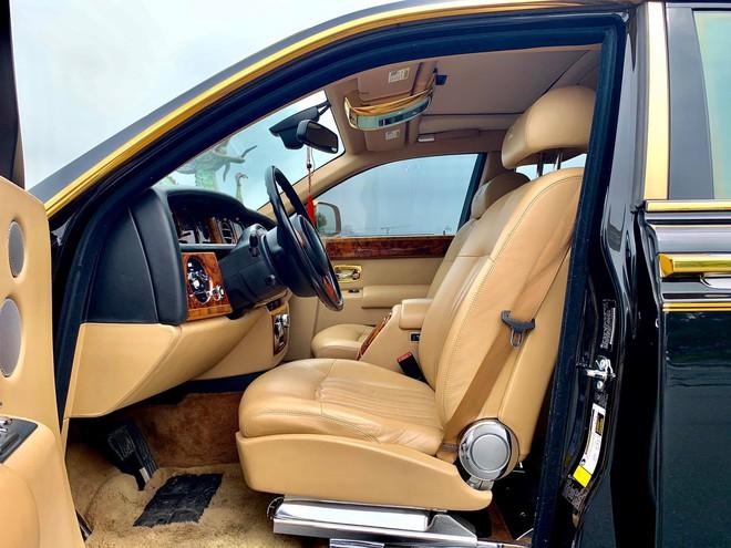 Chiếc Rolls-Royce Phantom rồng vàng phiên bản giới hạn lăn bánh gần 10 năm vẫn siêu đẹp - Ảnh 4.