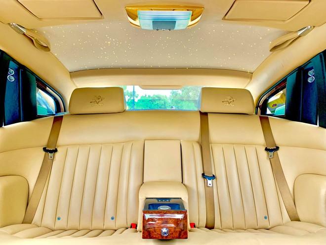 Chiếc Rolls-Royce Phantom rồng vàng phiên bản giới hạn lăn bánh gần 10 năm vẫn siêu đẹp - Ảnh 5.