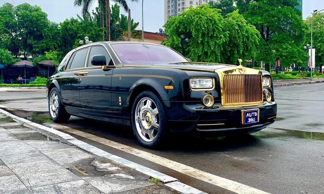 Chiếc Rolls-Royce Phantom rồng vàng phiên bản giới hạn lăn bánh gần 10 năm vẫn siêu đẹp - Ảnh 1.