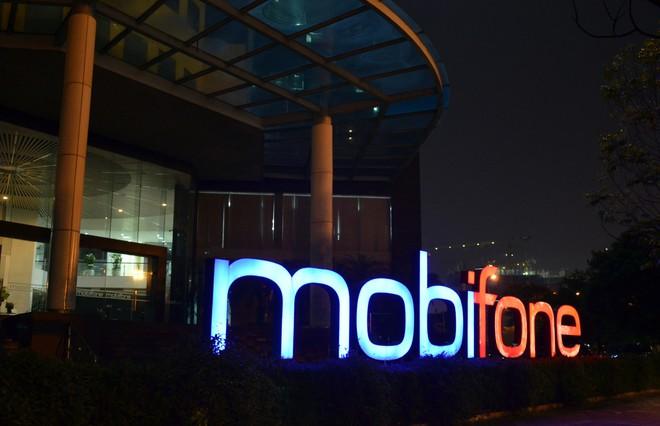 Công an, cán bộ VKS xuất hiện tại trụ sở MobiFone - Ảnh 8.