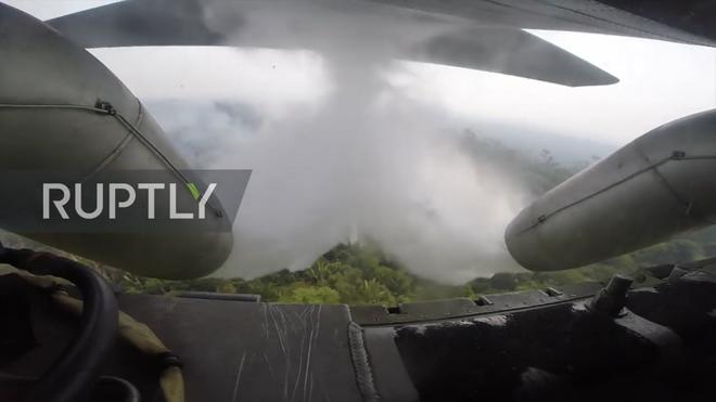 Tận mắt xem vận tải cơ Brazil phun nước dập lửa cứu rừng Amazon - Ảnh 5.