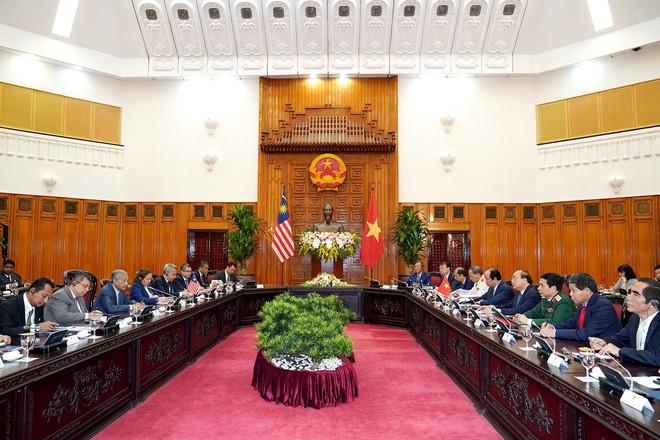 Toàn cảnh lễ đón Thủ tướng Malaysia 94 tuổi thăm chính thức Việt Nam - Ảnh 6.