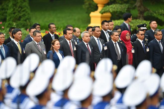 Toàn cảnh lễ đón Thủ tướng Malaysia 94 tuổi thăm chính thức Việt Nam - Ảnh 3.