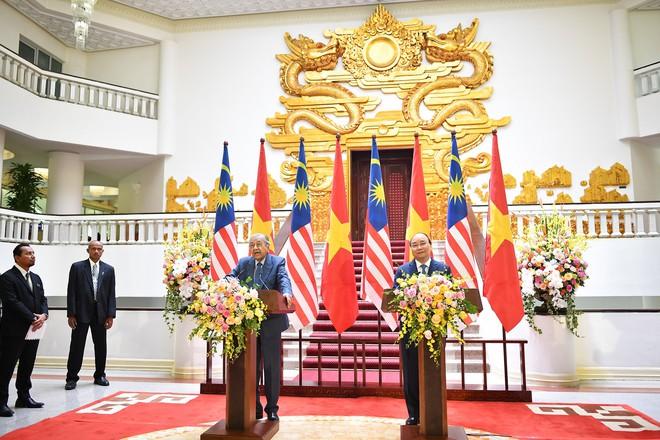 Toàn cảnh lễ đón Thủ tướng Malaysia 94 tuổi thăm chính thức Việt Nam - Ảnh 10.