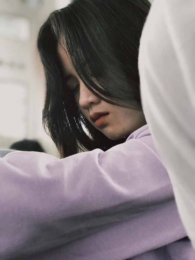 Bị bạn thân chụp trộm cảnh ngủ gật, nữ sinh bỗng nổi 'như cồn' vì quá đáng yêu - ảnh 2