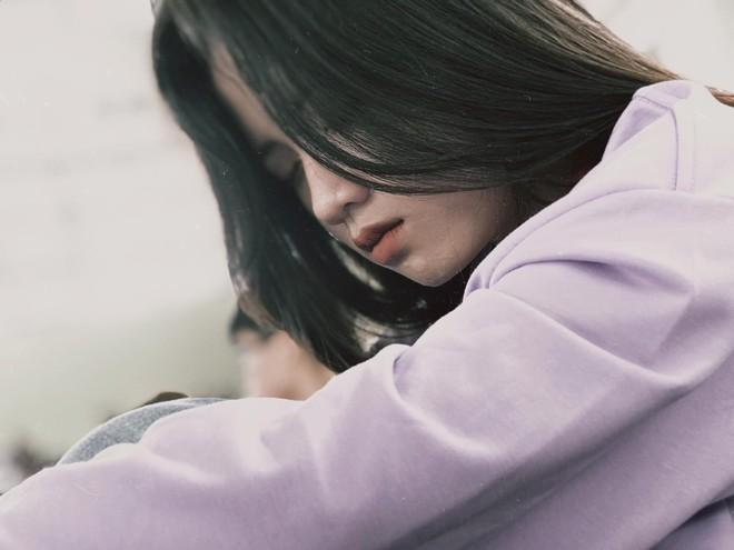 Bị bạn thân chụp trộm cảnh ngủ gật, nữ sinh bỗng nổi 'như cồn' vì quá đáng yêu - ảnh 3