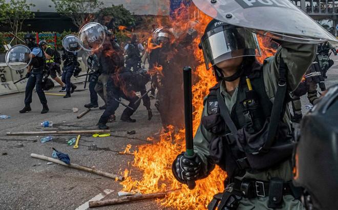 Cảnh sát Hồng Kông nhận áo giáp chống bạo động từ Đại lục, đại biểu quốc hội TQ nhắc lại điều kiện PLA can thiệp
