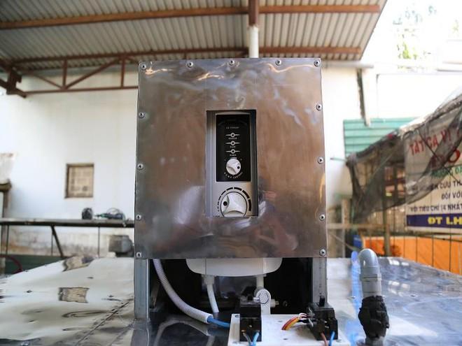Bác nông dân Tây Nguyên chế tạo máy rửa chén công nghiệp - Ảnh 1.