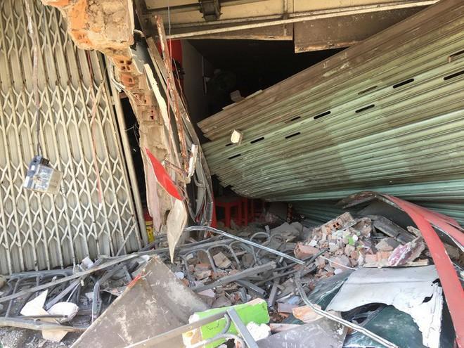 [CLIP] Hiện trường xe container lao vào nhà dân gần ngã tư Phú Nhuận - Ảnh 2.