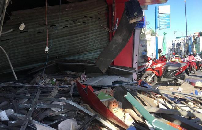 [CLIP] Hiện trường xe container lao vào nhà dân gần ngã tư Phú Nhuận - Ảnh 3.