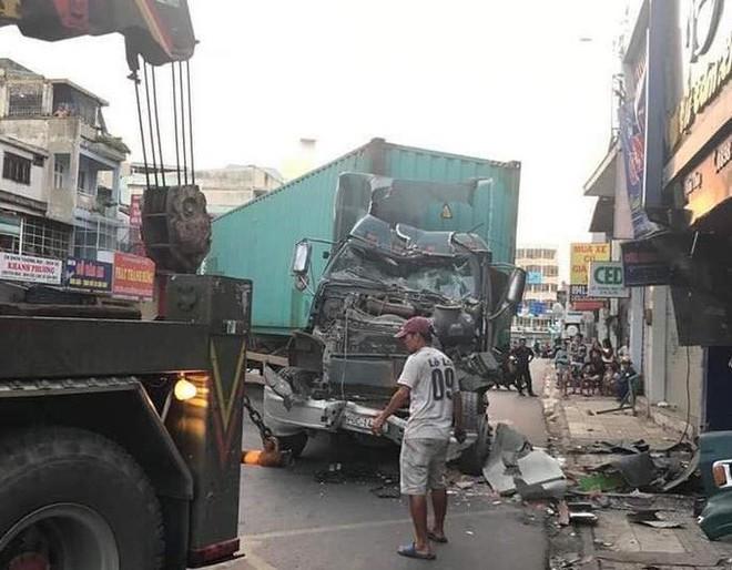 [CLIP] Hiện trường xe container lao vào nhà dân gần ngã tư Phú Nhuận - Ảnh 4.