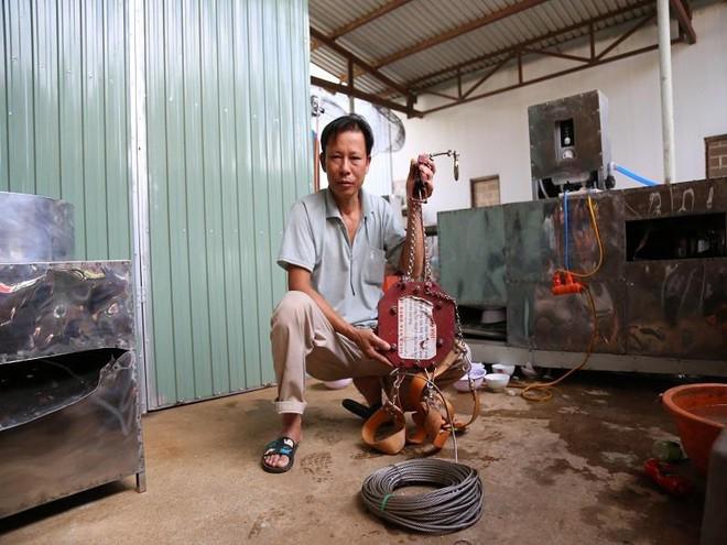 Bác nông dân Tây Nguyên chế tạo máy rửa chén công nghiệp - Ảnh 4.