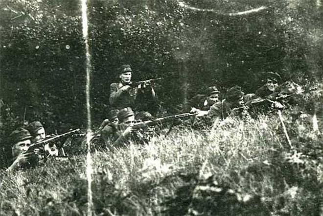 Báo Nga: CIA sử dụng viên đạn bạc Ukraine để chống phá Liên Xô suốt 40 năm - Ảnh 1.