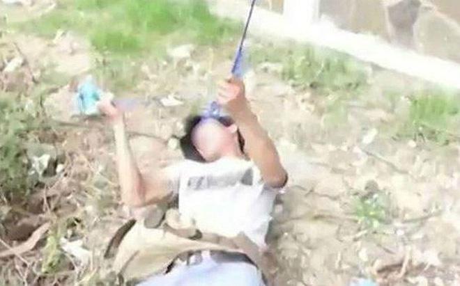 Người đàn ông sửa mô tơ bơm nước thuê bị điện giật tử vong