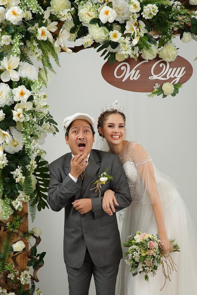 Ảnh cưới hài hước của Trường Giang và mẫu Tây - Ảnh 3.