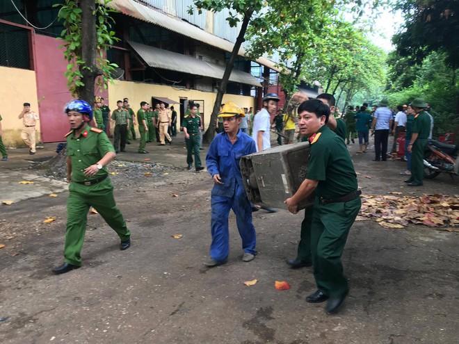 Nhà máy luyện thiếc bùng cháy dữ dội, cột khói cao hàng chục mét - ảnh 2