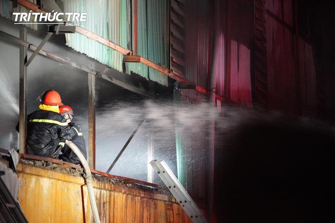 Toàn cảnh vụ cháy Công ty Bóng đèn phích nước Rạng Đông nhìn từ Flycam - Ảnh 10.