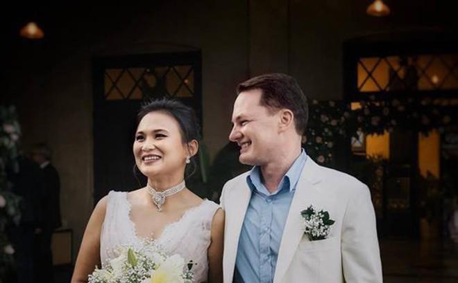Chồng cũ Hồng Nhung chuẩn bị đón con đầu lòng với vợ mới đại gia người Myanmar
