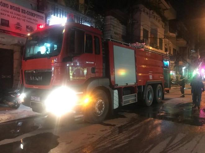 Hà Nội: Cháy dữ dội trong nhiều giờ tại nhà máy phích nước Rạng Đông - Ảnh 42.