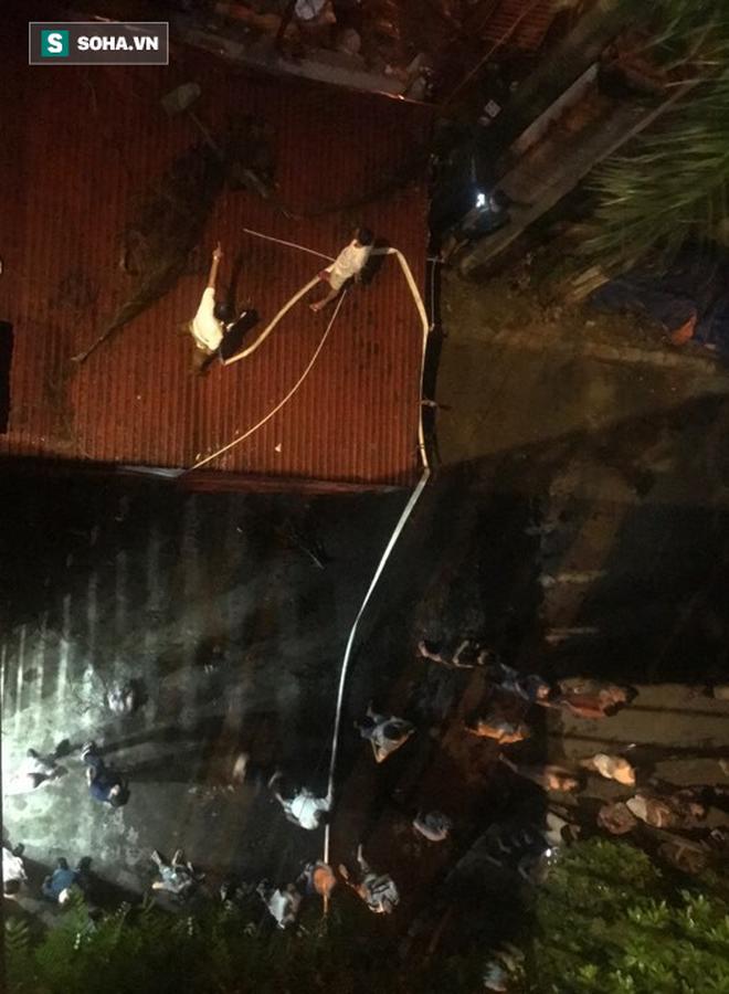 Hà Nội: Cháy dữ dội trong nhiều giờ tại nhà máy phích nước Rạng Đông - Ảnh 40.