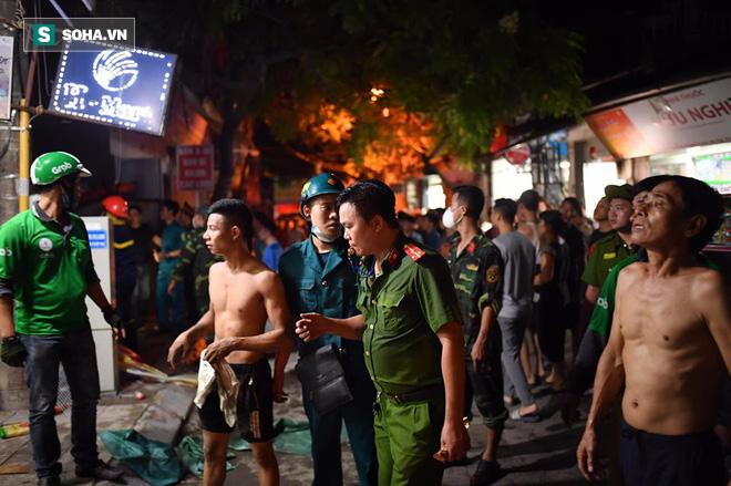 Hà Nội: Cháy dữ dội trong nhiều giờ tại nhà máy phích nước Rạng Đông - Ảnh 38.