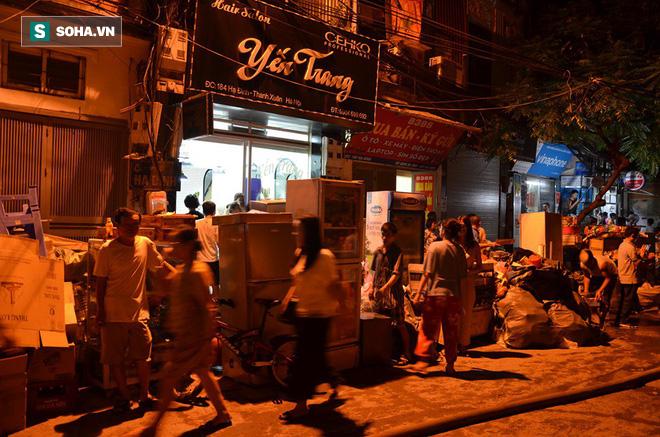 Hà Nội: Cháy dữ dội trong nhiều giờ tại nhà máy phích nước Rạng Đông - Ảnh 27.