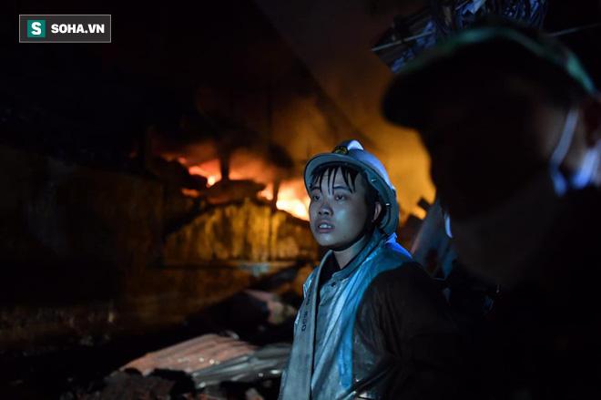 Hà Nội: Cháy dữ dội trong nhiều giờ tại nhà máy phích nước Rạng Đông - Ảnh 15.