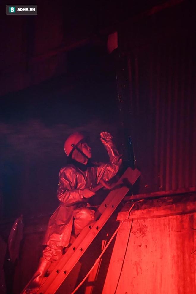 Hà Nội: Cháy dữ dội trong nhiều giờ tại nhà máy phích nước Rạng Đông - Ảnh 20.