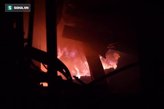 Hà Nội: Cháy dữ dội trong nhiều giờ tại nhà máy phích nước Rạng Đông - Ảnh 8.