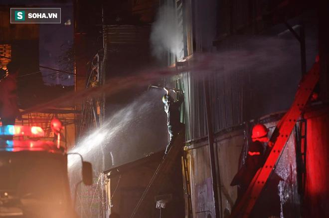 Hà Nội: Cháy dữ dội trong nhiều giờ tại nhà máy phích nước Rạng Đông - Ảnh 9.