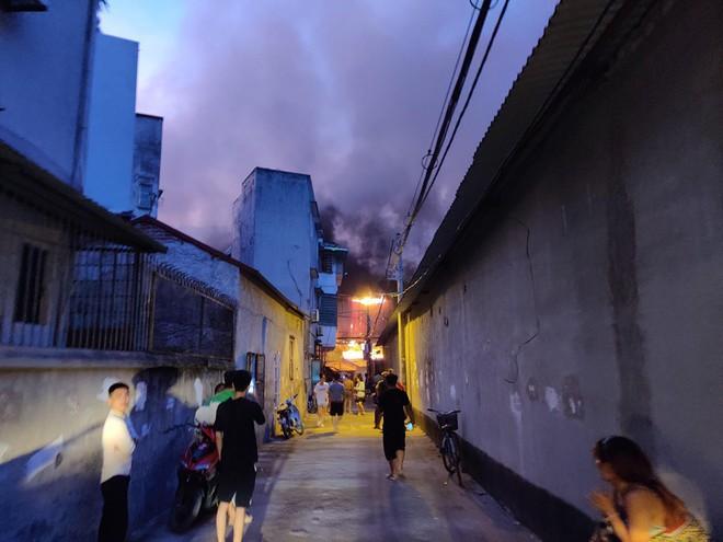 Hà Nội: Cháy dữ dội trong nhiều giờ tại nhà máy phích nước Rạng Đông - Ảnh 49.