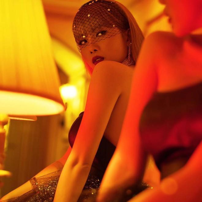 Bạn gái Sơn Tùng M-TP: Xinh đẹp, nóng bỏng nhưng vẫn phải đối diện với nỗi buồn này - Ảnh 1.