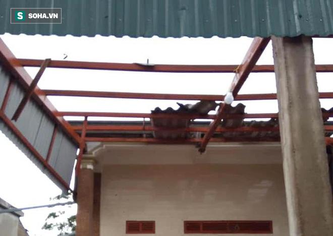 Lốc xoáy trước lúc bão vào làm 42 nhà sập và tốc mái, 2 người bị thương - Ảnh 6.