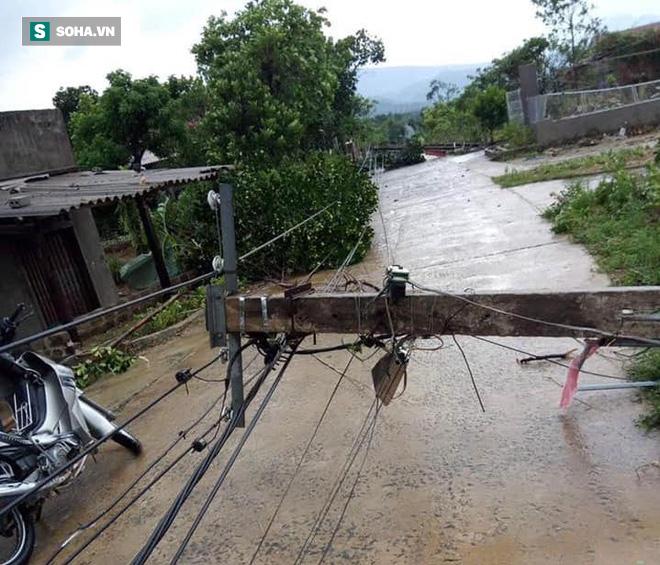 Lốc xoáy trước lúc bão vào làm 42 nhà sập và tốc mái, 2 người bị thương - Ảnh 7.