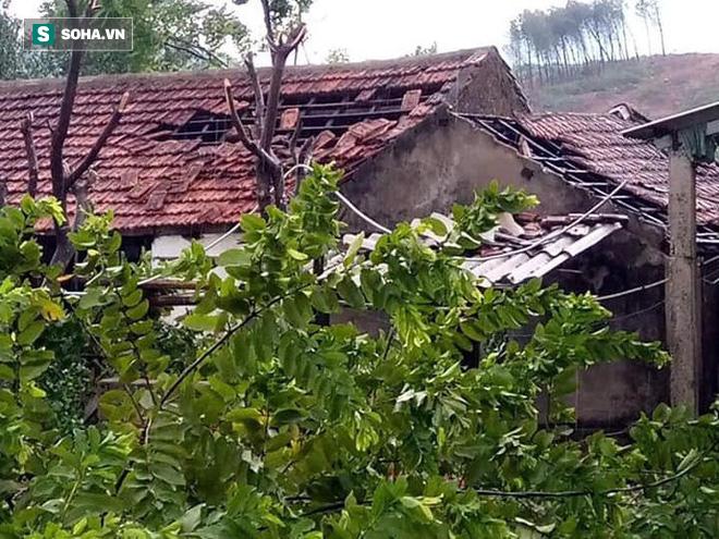 Lốc xoáy trước lúc bão vào làm 42 nhà sập và tốc mái, 2 người bị thương - Ảnh 5.