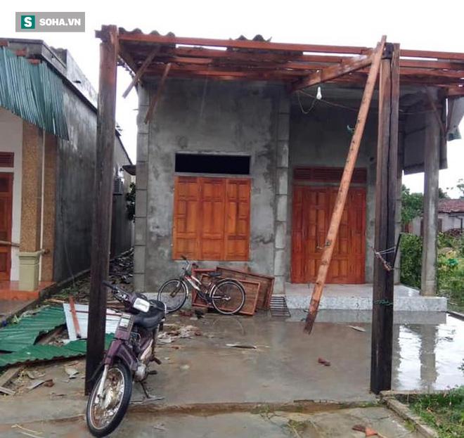 Lốc xoáy trước lúc bão vào làm 42 nhà sập và tốc mái, 2 người bị thương - Ảnh 4.