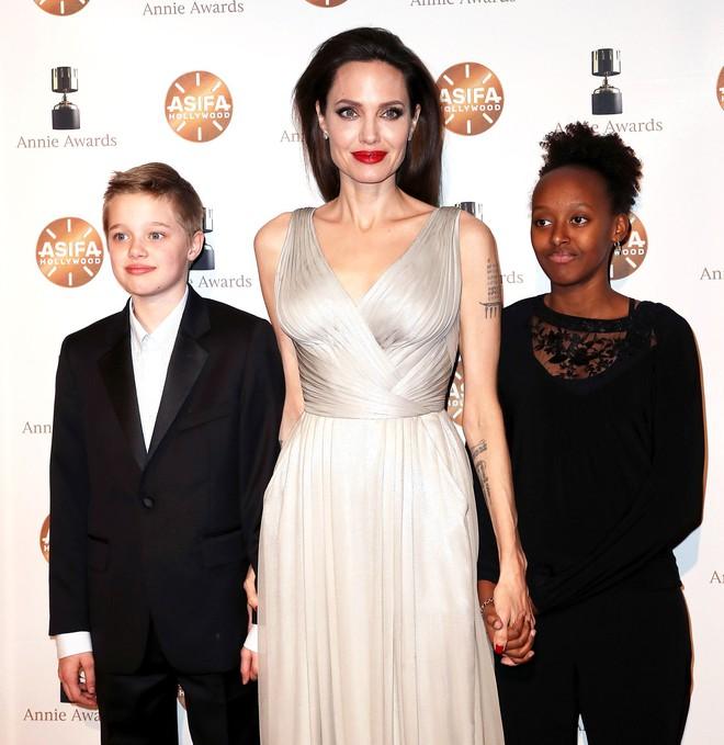 Sự đối lập kỳ lạ giữa con gái Angelina Jolie và con trai Naomi Watts - Ảnh 5.