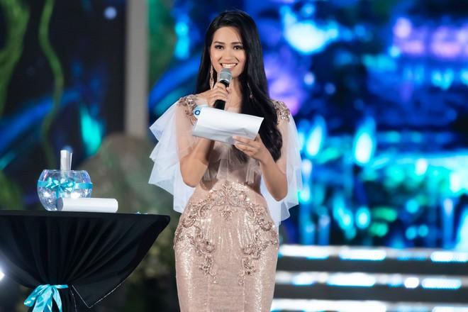 Người đẹp sinh năm 2000 - Lương Thùy Linh đăng quang Hoa hậu Thế giới Việt Nam 2019 - Ảnh 8.