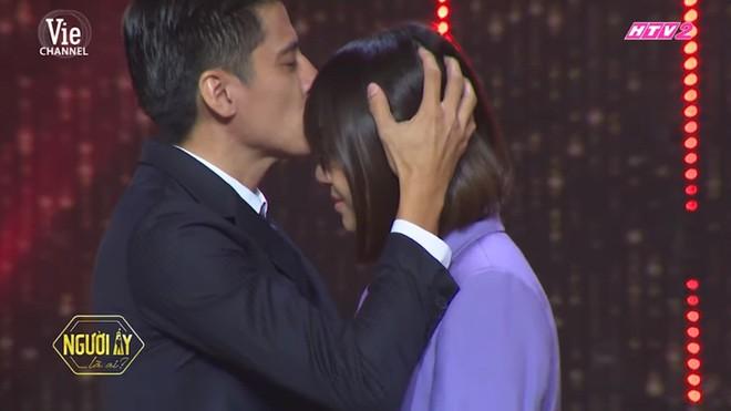 Trấn Thành bật khóc khi chuyện cầu hôn với Hari Won được nhắc lại - Ảnh 5.