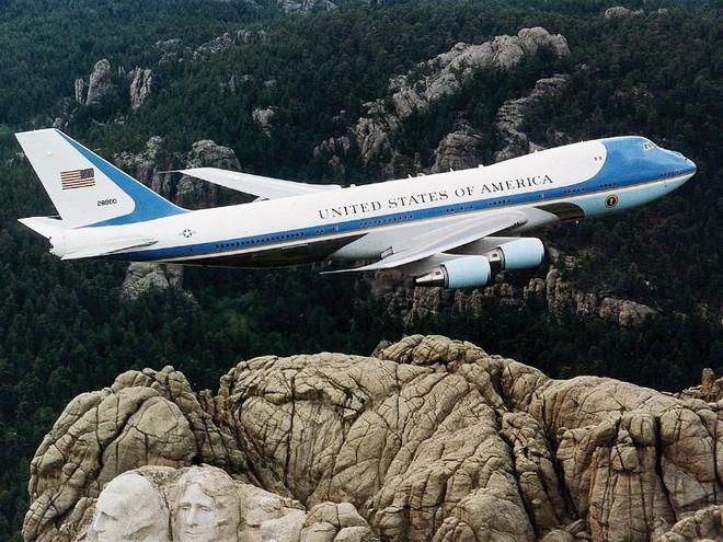 Điểm danh 10 máy bay quân sự đắt giá nhất thế giới - Ảnh 2.