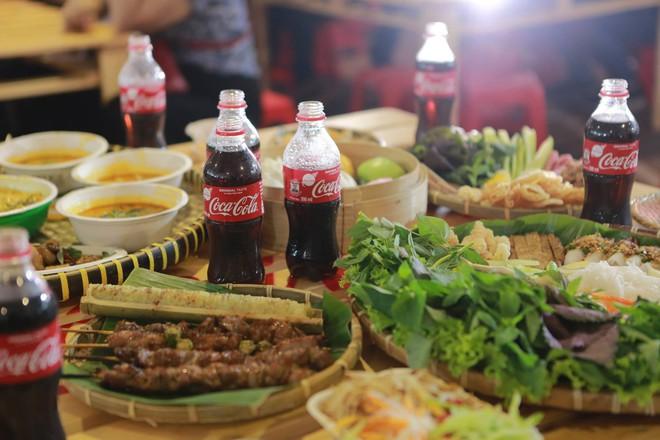 Cộng đồng Việt trẻ hào hứng với trào lưu rủ nhau đi dự lễ hội ẩm thực - Ảnh 2.