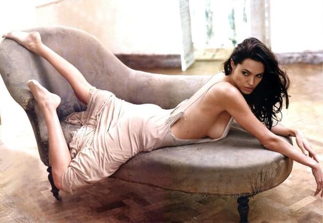 Trước khi xuất hiện với diện mạo gầy gò, Angelina Jolie từng khiến vạn người mê mẩn nhờ vẻ ngoài nóng bỏng tràn đầy sức sống đến thế này - Ảnh 11.