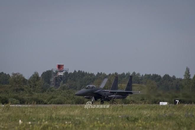 Mỹ gây áp lực cực lớn lên Nga khi triển khai F-15E cách biên giới chỉ 230 km - Ảnh 14.