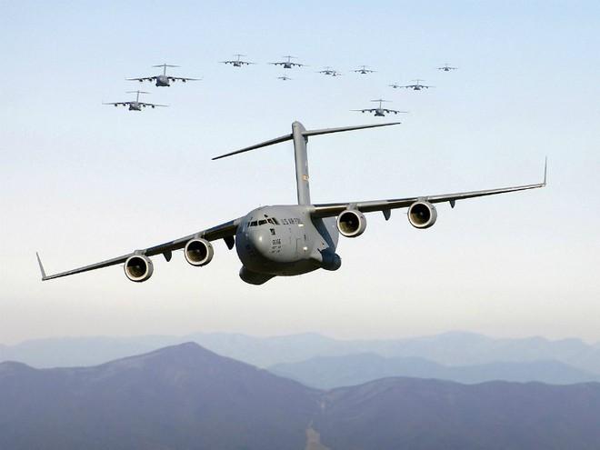Điểm danh 10 máy bay quân sự đắt giá nhất thế giới - Ảnh 4.